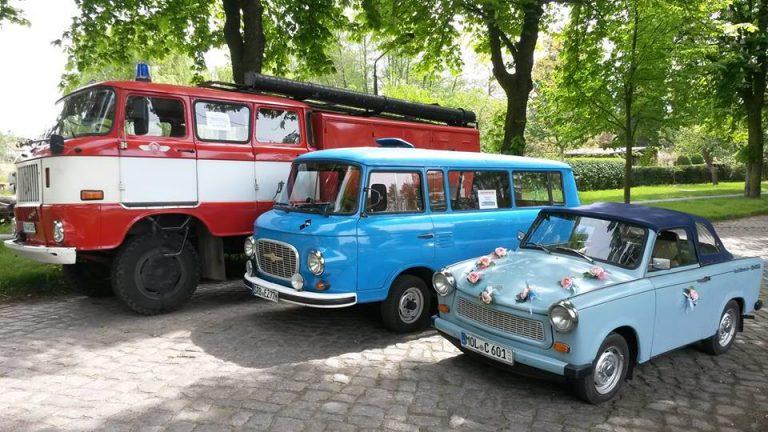 Alte Feuerwehr, alter VW-Bus, alter Trabbi, Foto
